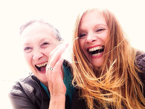 mother-and-daughter-laughing_t20_mx8zR8.jpg