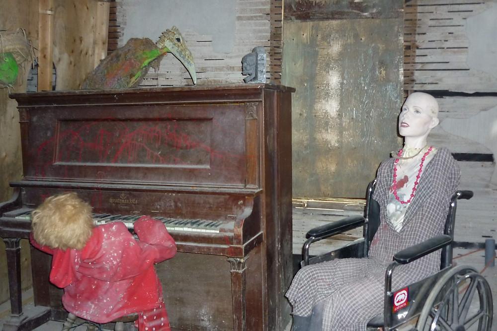 10d-Inside-the-Haunted-House.jpg