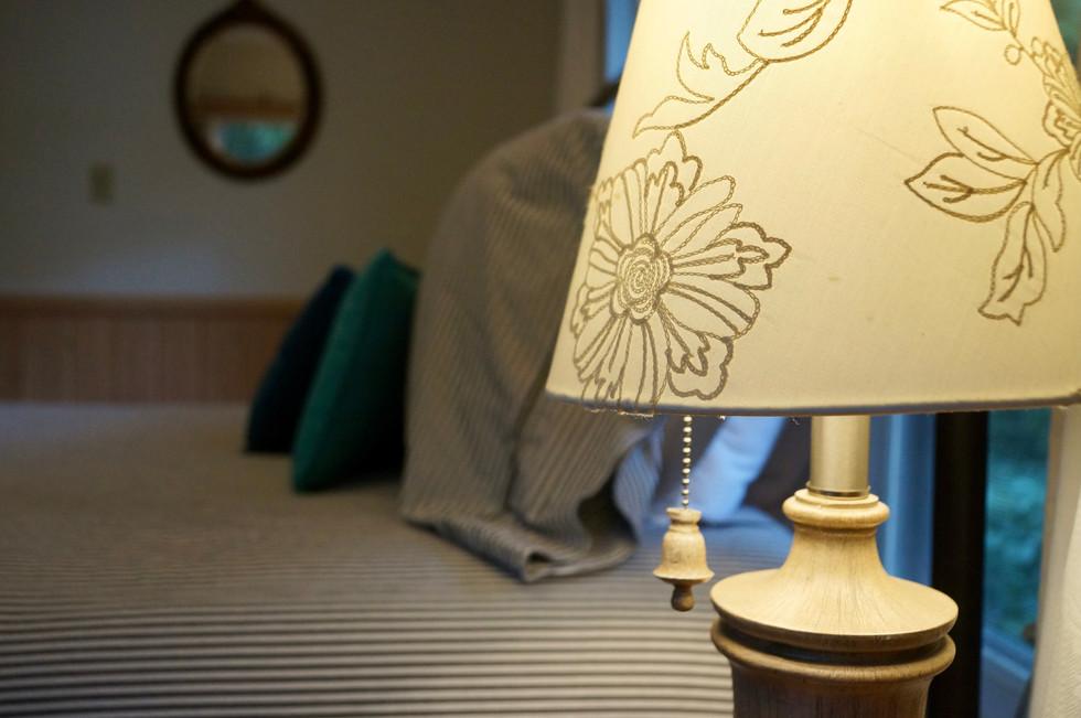 pauly_bedroom_lamp.JPG