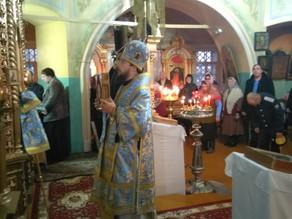 Епископ Ахтубинский и Енотаевский Антоний совершил Божественную литургию в храме Петра и Павла