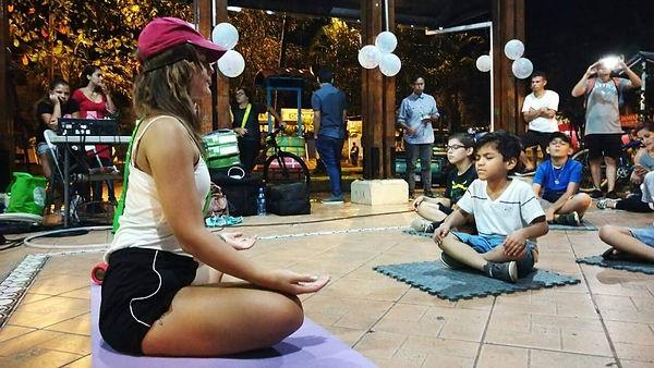 niños, meditación.jpg
