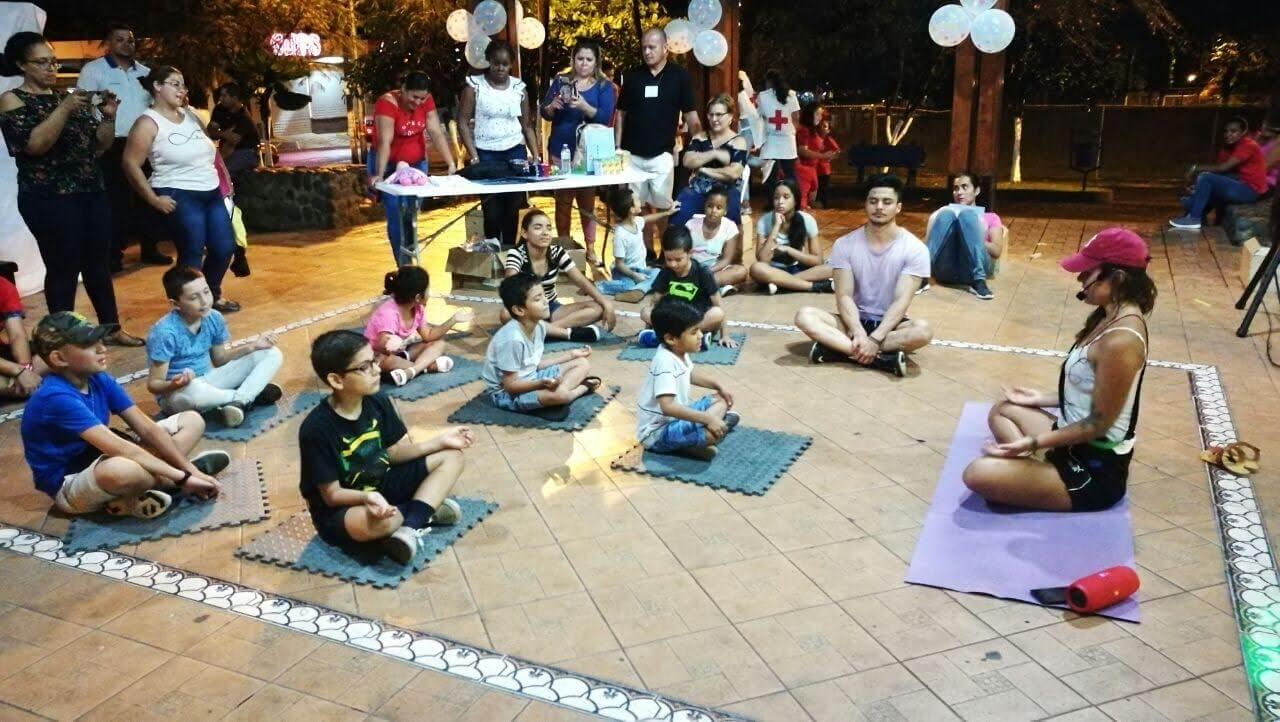 niños, meditación