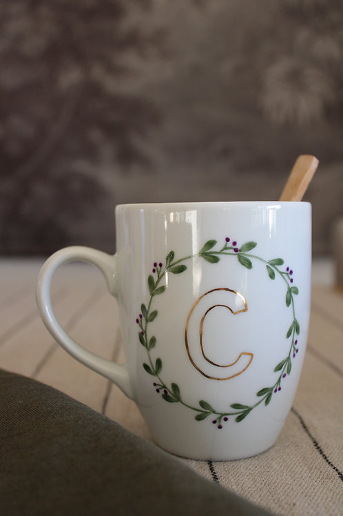 Mug initiale or couronne feuillage A personnaliser