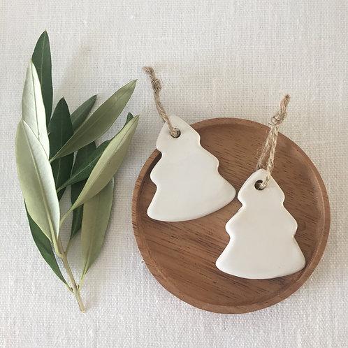 Sapin en céramique blanc