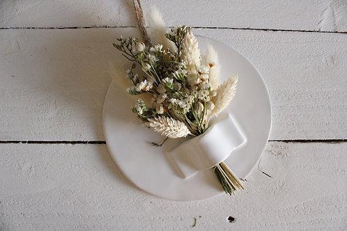 Support déco en céramique blanc et fleurs séchées blanches et naturelles