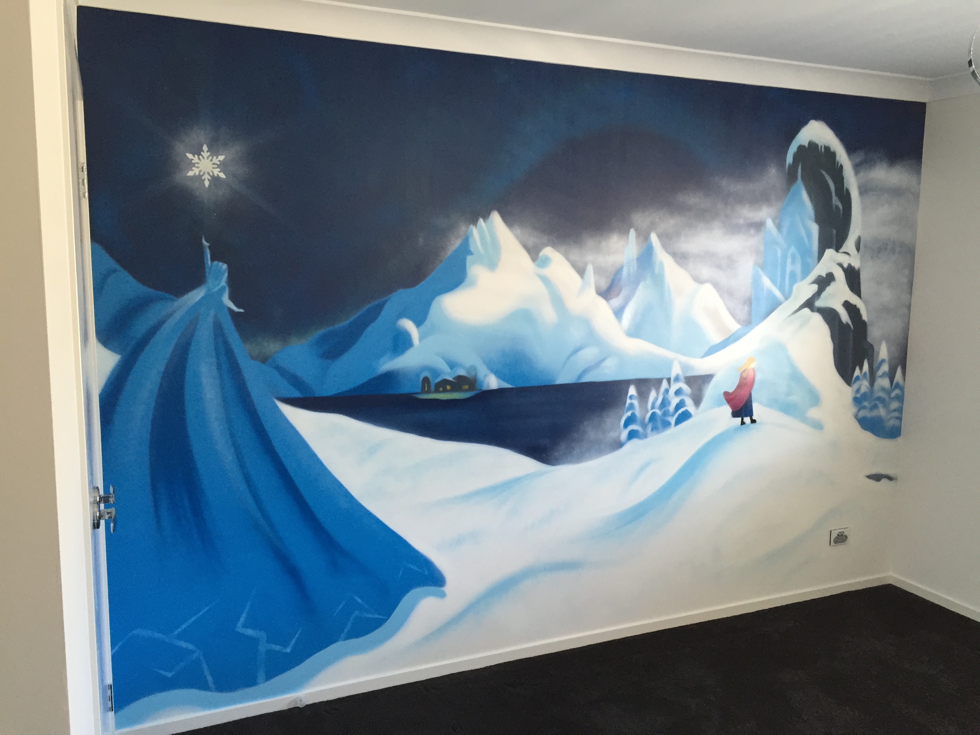 Disney's frozen kids bedroom mural