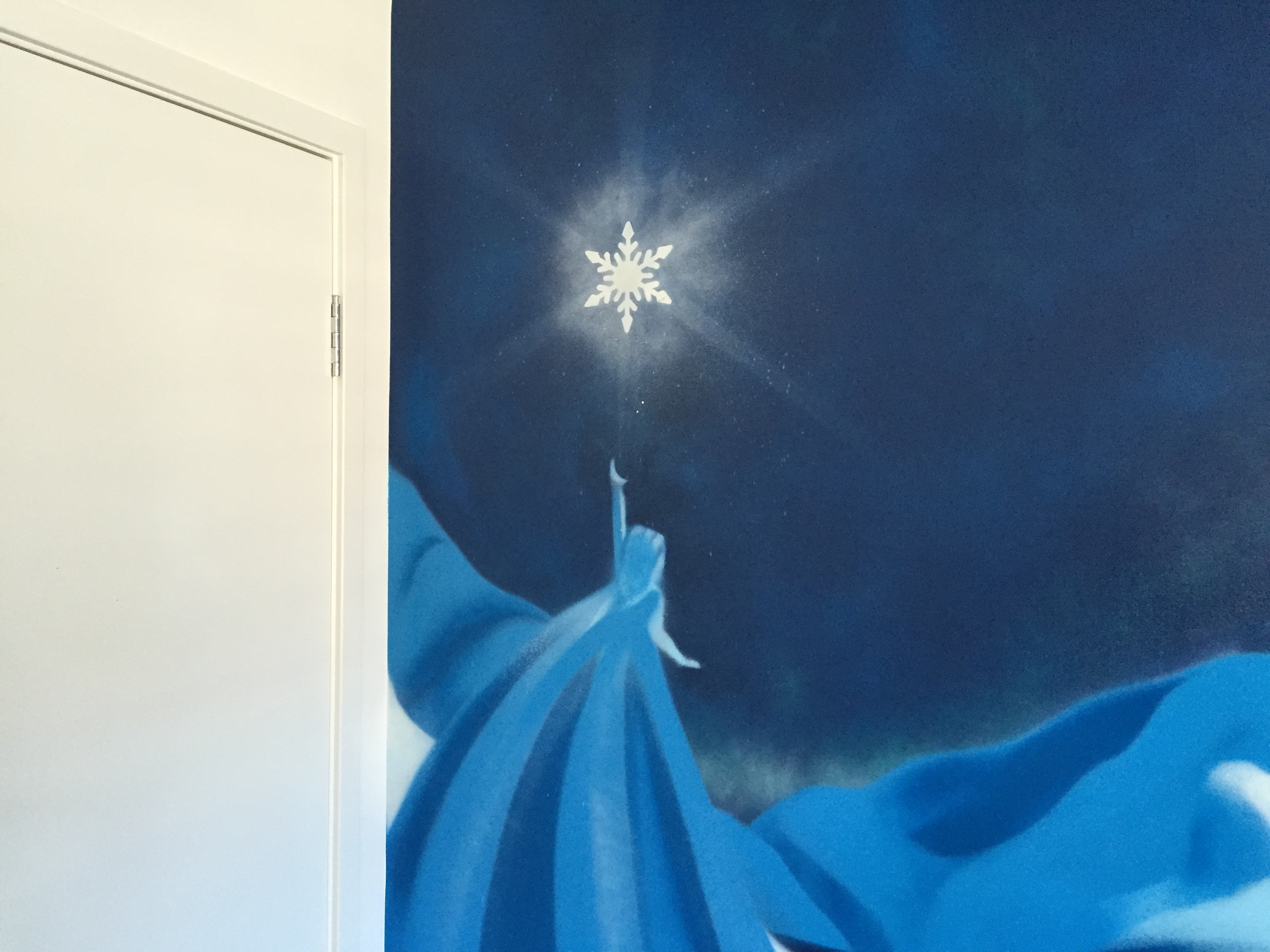 kids frozen painting in bedroom