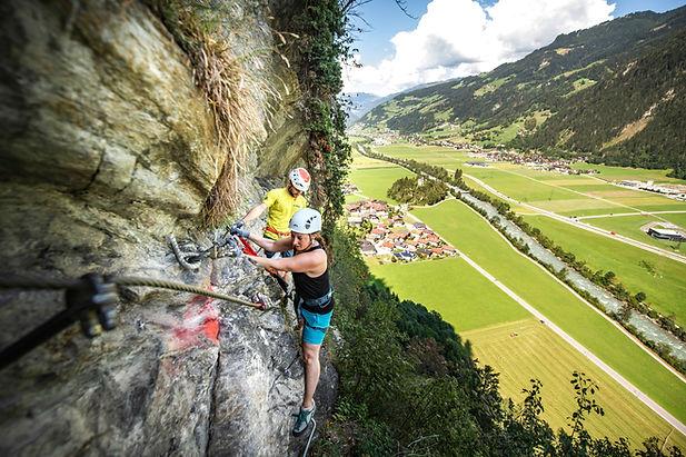 klettersteig-sommer-foto-dominic-ebenbic