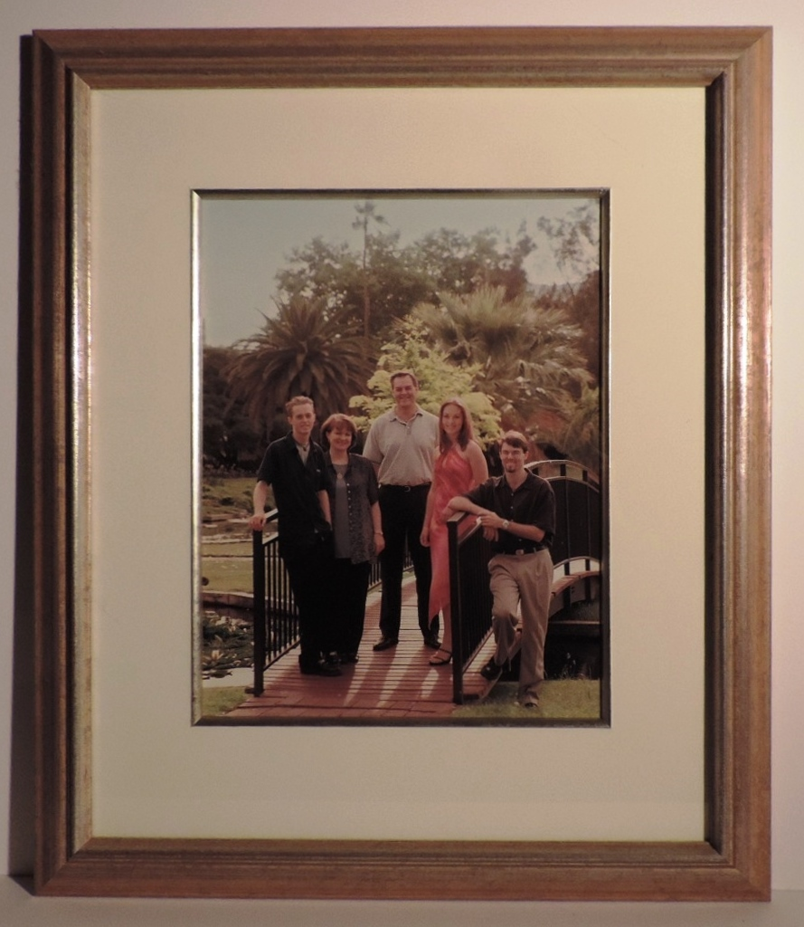 Framed_Photo_Family_Portrait