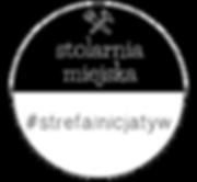 Logo stolarni miejskiej. Skrzyżowana piła i młotek na czarnym tle, napis stolarniamiejska w górnym półkolu. W dolnym półkolu czarny napis #strefainicjatyw nabiałym tle.