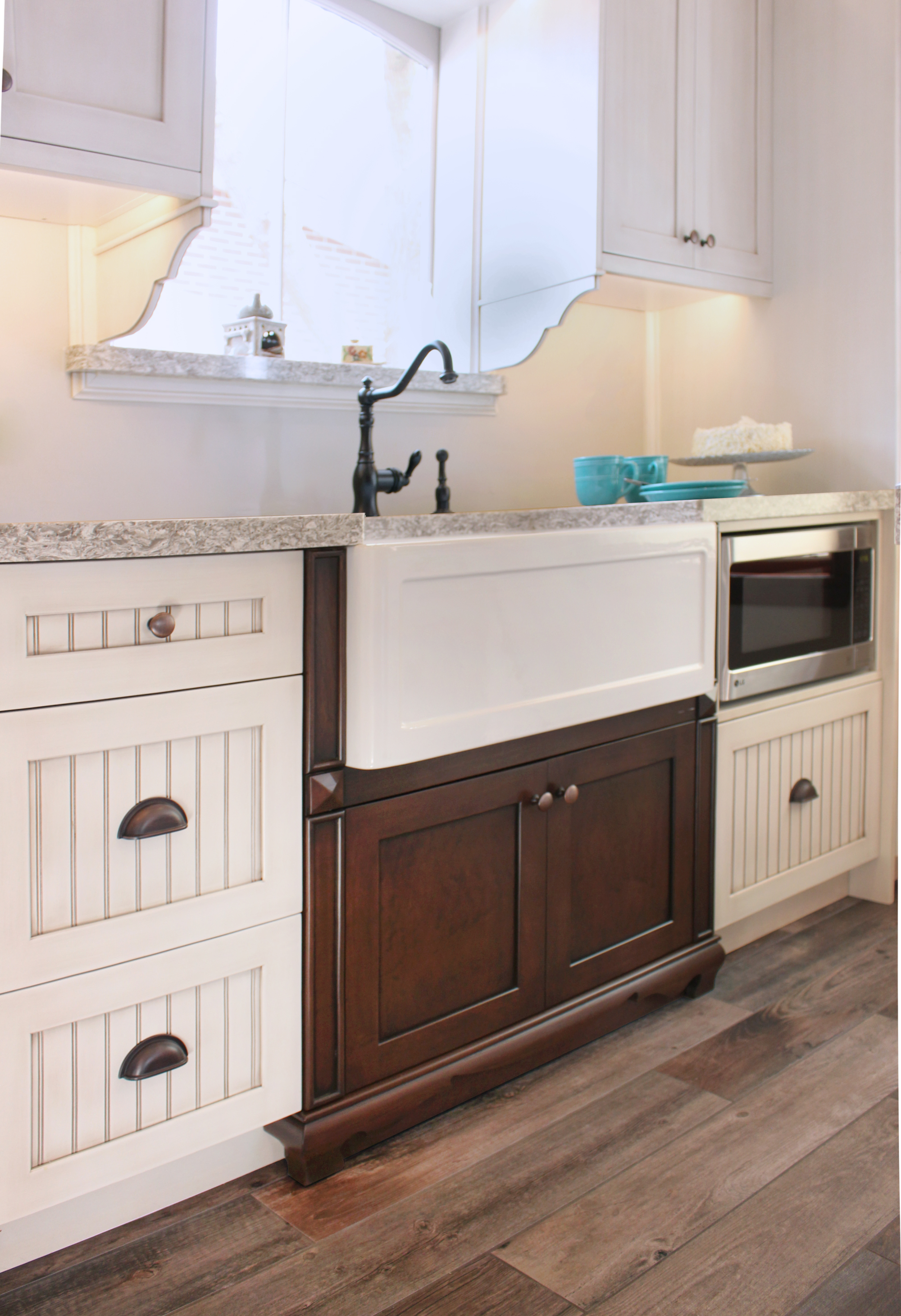APRON FRONT FARMHOUSE STYLE SINK
