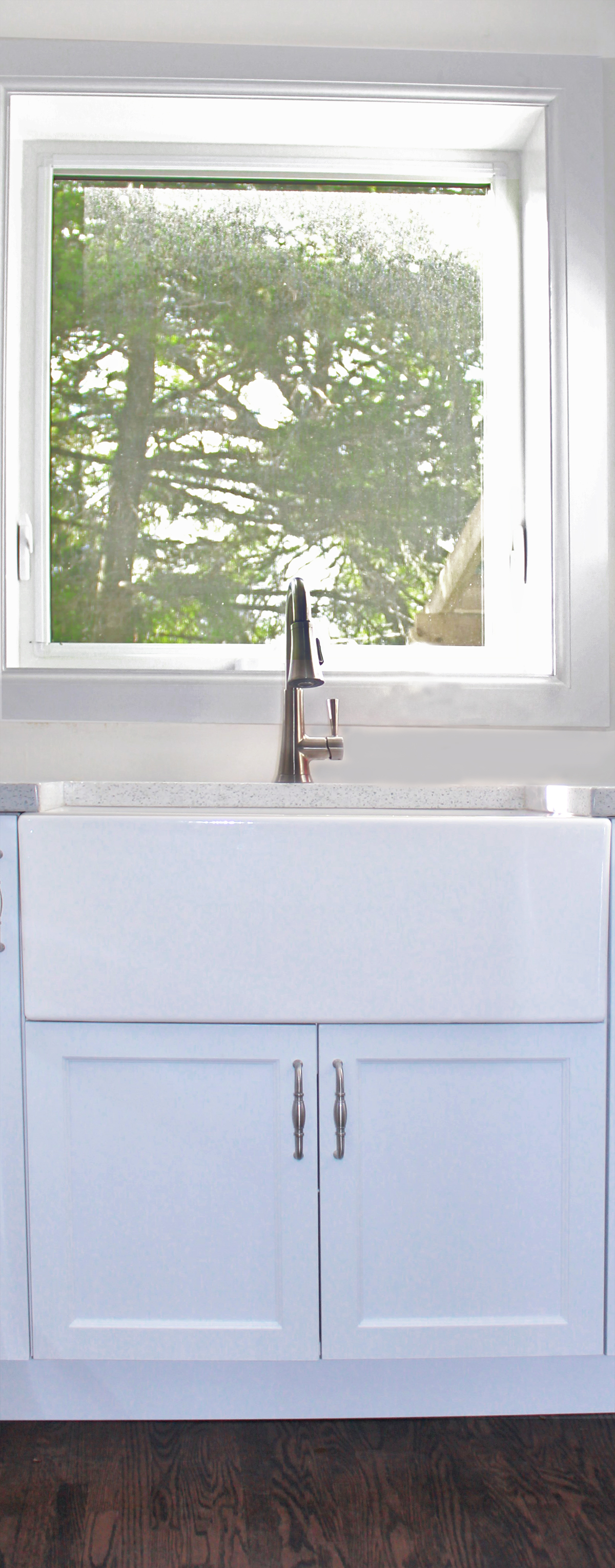 LARGE APRON FRONT SINK