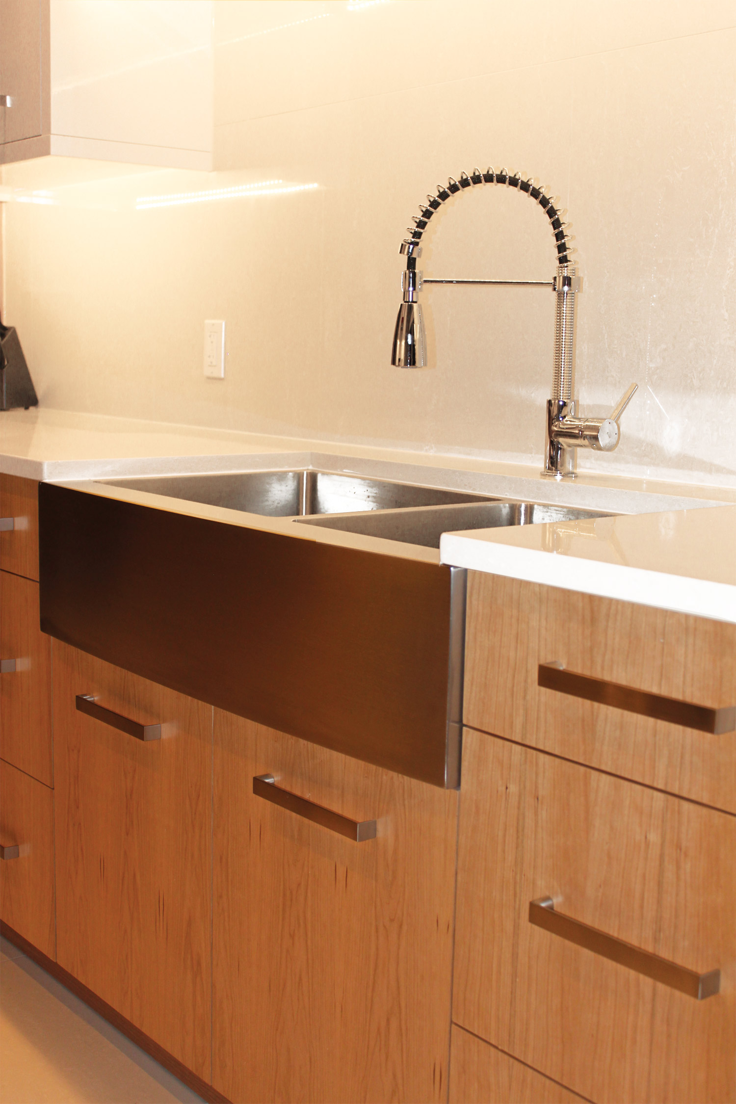 SLEEK APRON FRONT SINK