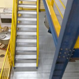 Escada e corrimão de aço