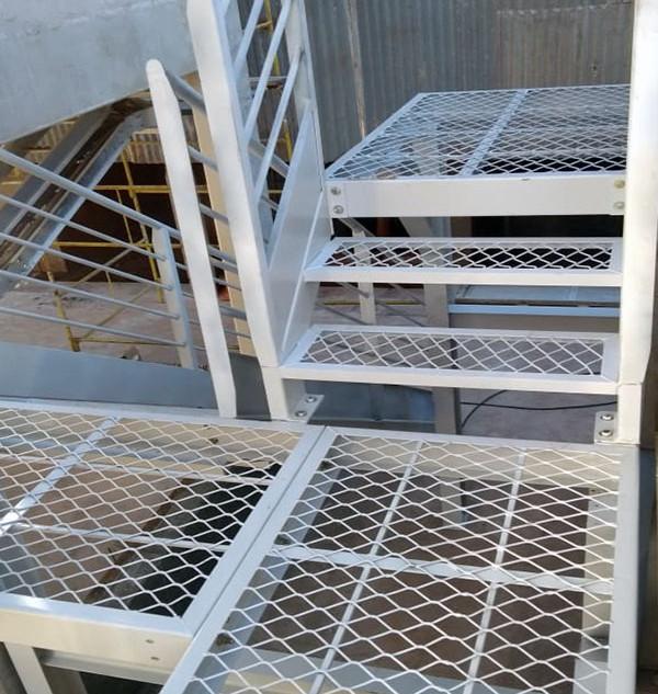 Escada e plataforma