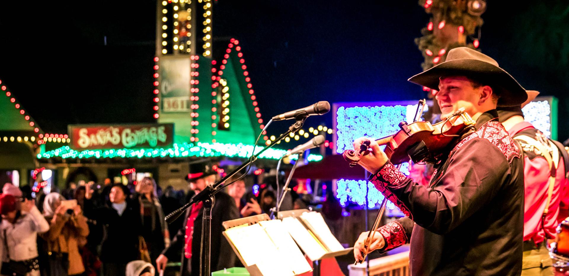 Santa's Wonderland Entertainers.jpg