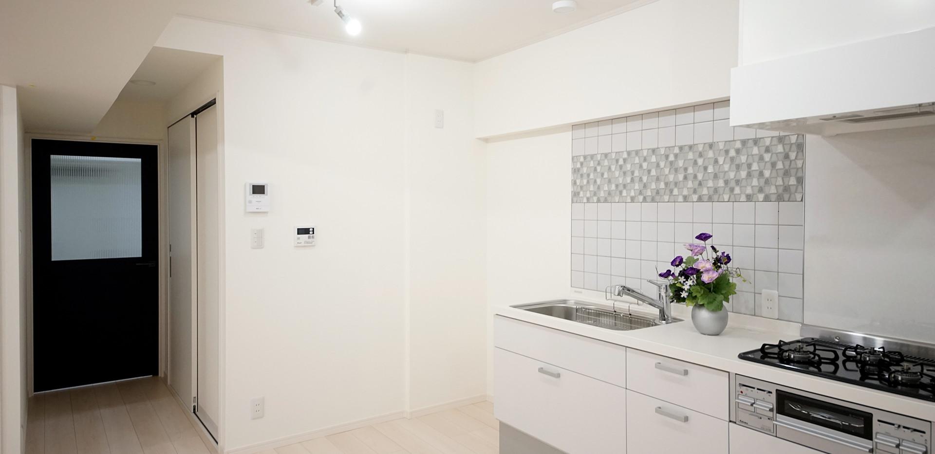 キッチンと青扉 (1).jpg