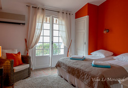 Oranssi makuuhuone