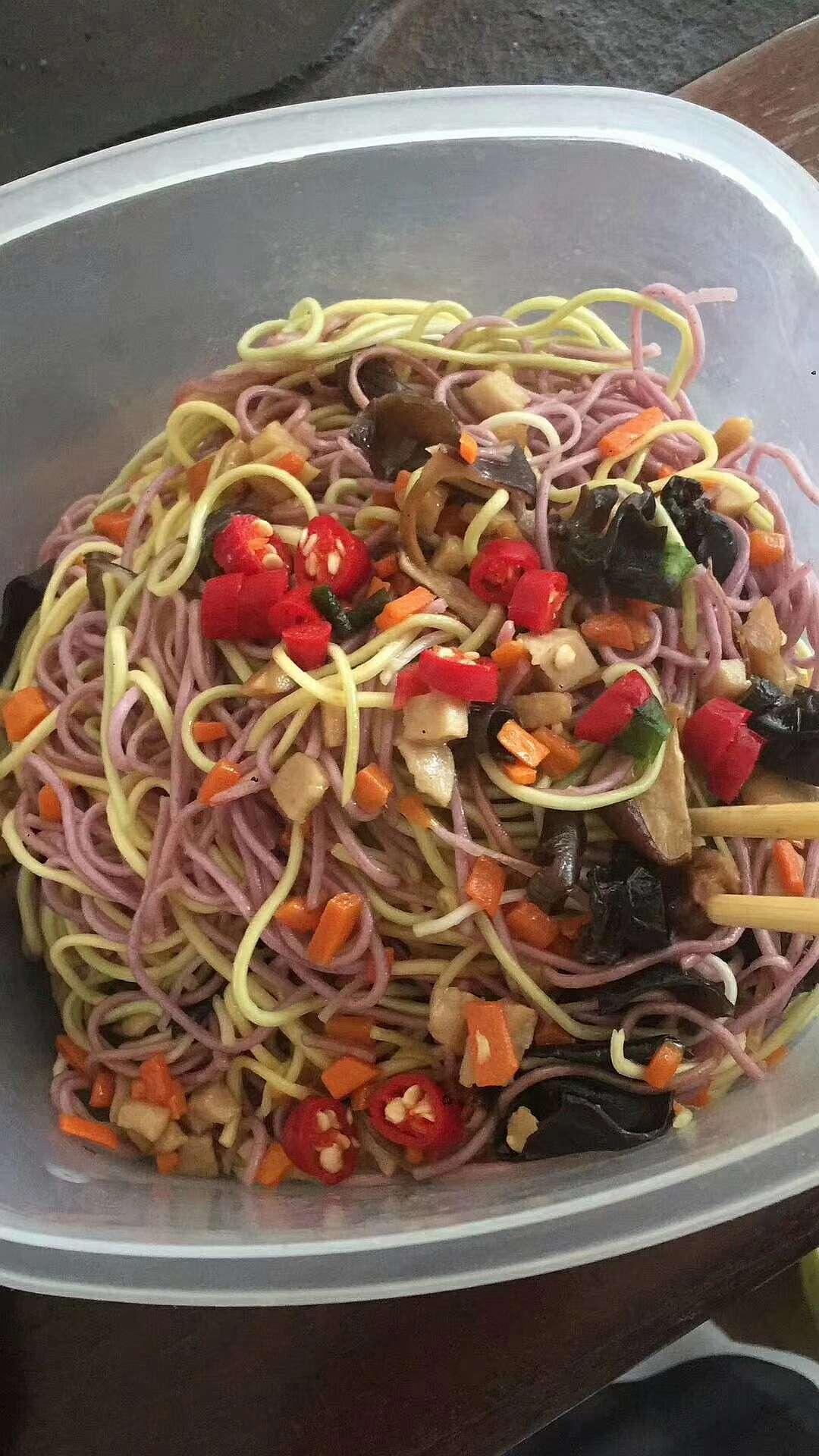 蔬菜面炒辣椒