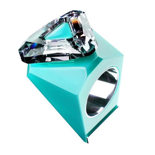 Pierścień BIG RING z trójkątnym kryształem.