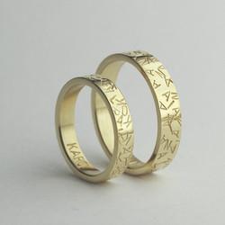 Obrączki ślubne w literki