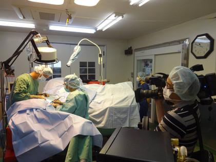 咽頭形成外科手術を撮影中
