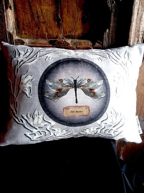 Mutation Botanica Cushion - White Lily (Bayeux Velvet)