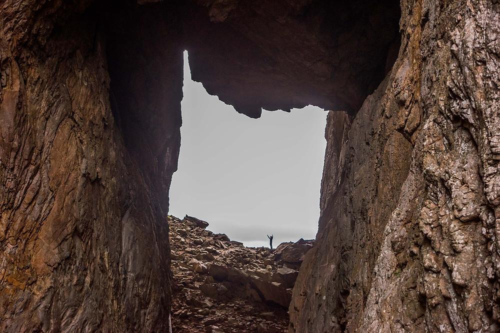 Torget. Ce trou a été creusé par la mer à l'époque où son niveau était de 105m plus élevé