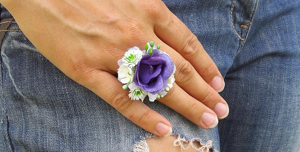 Prsten s květinovou ozdobou