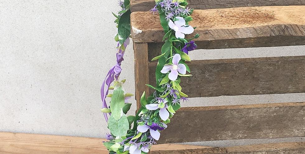 Květinový věneček fialový