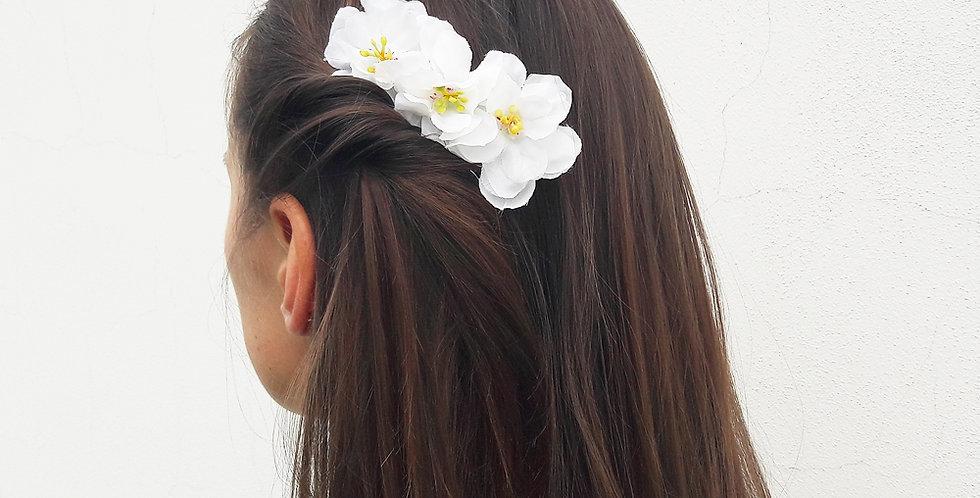 Modistický hřeben do vlasů s květinovou ozdobou