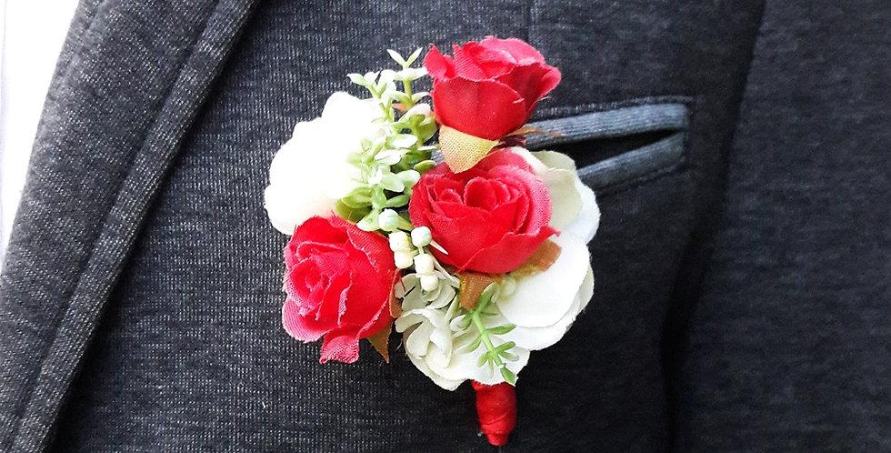 Korsáž pro ženicha - červené růžičky