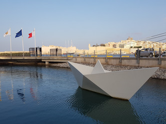 Memorial to Maltese child emigrants (1950-65)
