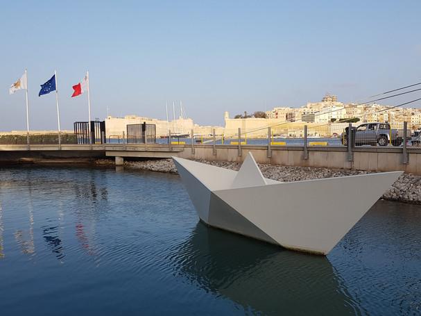 Memorial to Maltese child emigrants (1950-65)