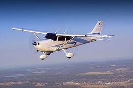 Cessna-Skyhawk-Exterior-900x600.jpg