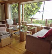 Sala común con vista al lago