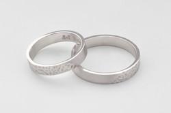 Alianzas de boda con textura