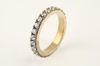 Alianza en oro amarillo con diamantes