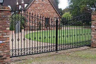 fencing bedfordshire gates arches pergolas garden services gazeebo