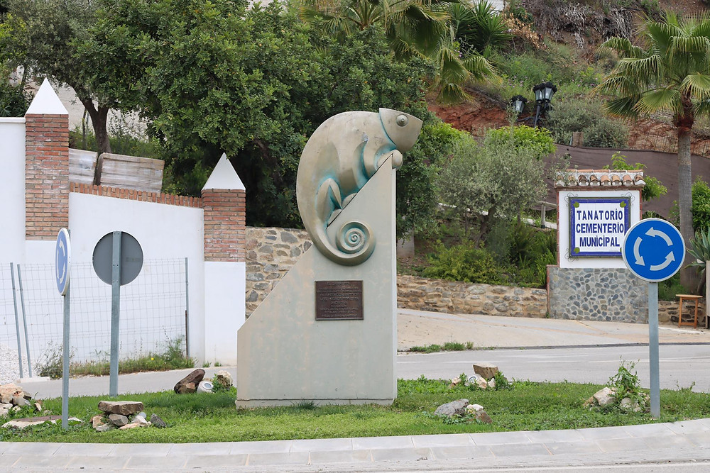 Statue of a Chameleon in the centre of a roundabout