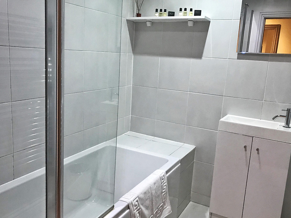 Bathroom with bathtub in Base Serviced Apartments Chester, England