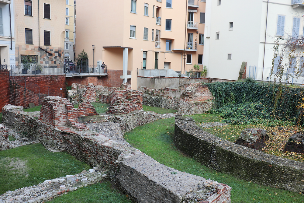The ruins of the Imperial Palace of Maximian in between modern apartments, a free historical site to visit in Milan.