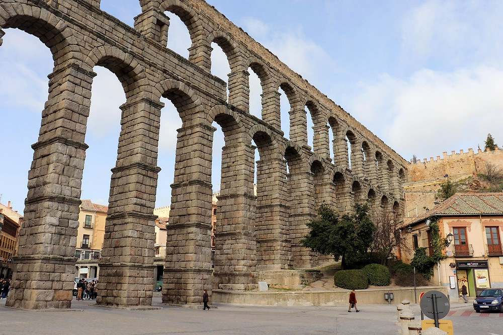 View of the Roman aqueduct on an angle from below, facing the medieval old town.