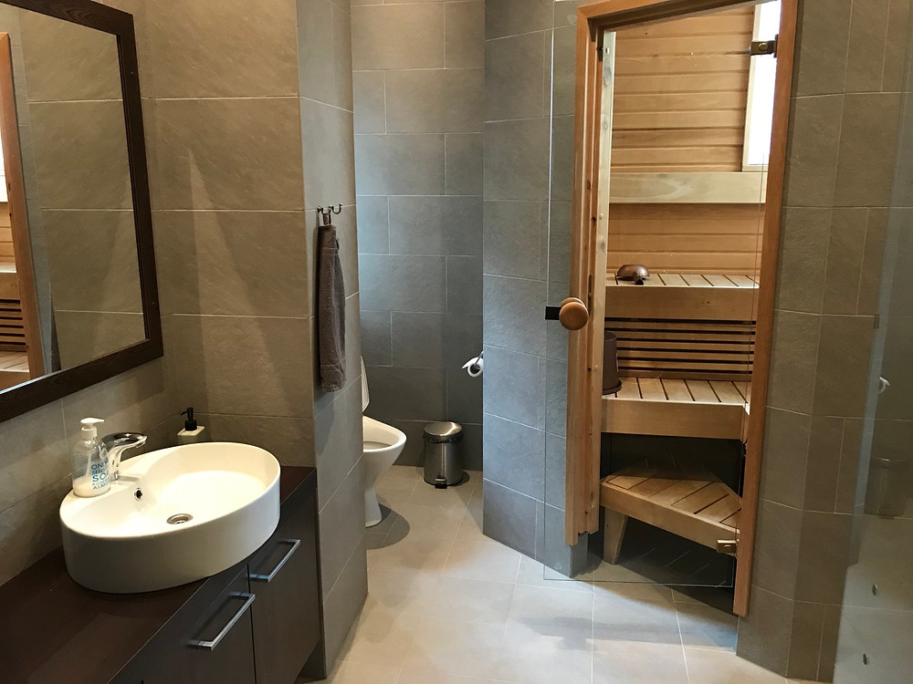 Bathroom and sauna in the master bathroom, villa Tuusula Finland