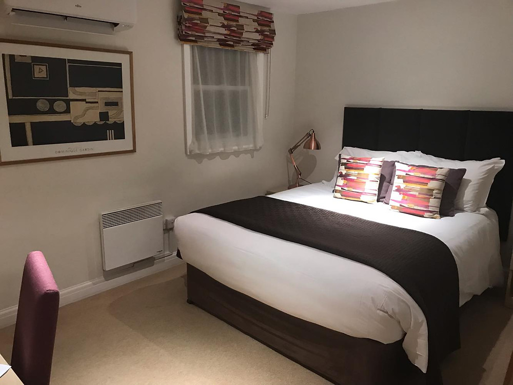 Double bedroom in the evening at SACO Bath - St James's Parade, England