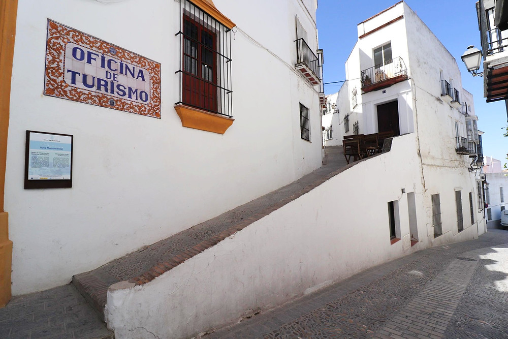 Street view of Oficina de Turismo in Arcos de la Frontera, Spain