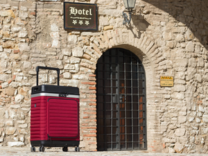 6 Reasons to Ditch Your Luggage and Invest in the Pull Up Suitcase