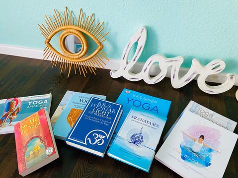 Die wichtigsten Yogabücher für die Yogalehrerausbildung