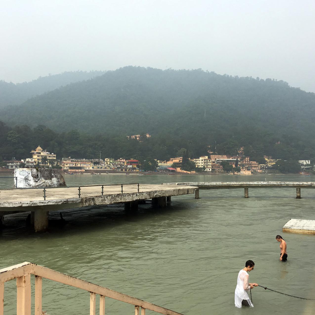 Eiskaltes Gebirgswasser Mother Ganga
