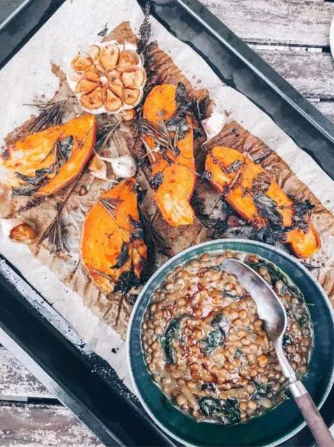 Yoga Cuisine ❤ Gebackene Süßkartoffeln mit creamy Linsen
